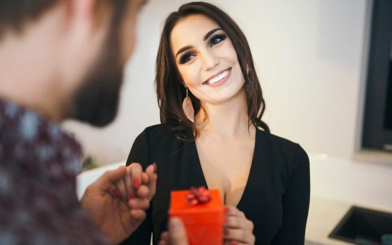 What-makes-a-woman-physically-attractive-to-a-man