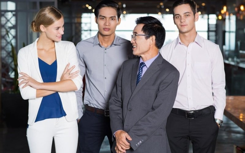 Why-do-people-fold-their-arms-while-communicating-with-others
