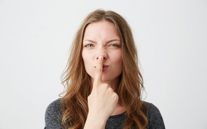 Why-do-people-touch-their-nose-while-speakingWhy-do-people-touch-their-nose-while-speaking