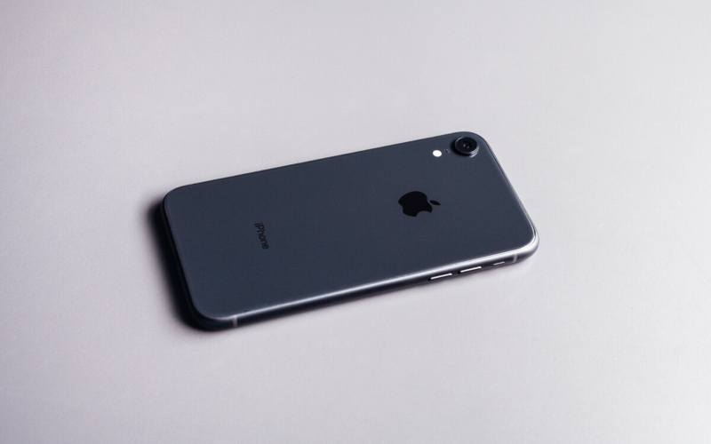 Why-do-some-people-love-iPhones-that-much