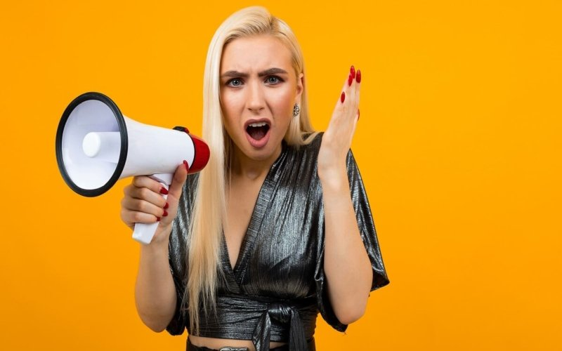 Why-do-we-hate-to-hear-your-own-voice