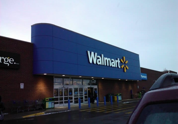 What are the customer service hours at Walmart?