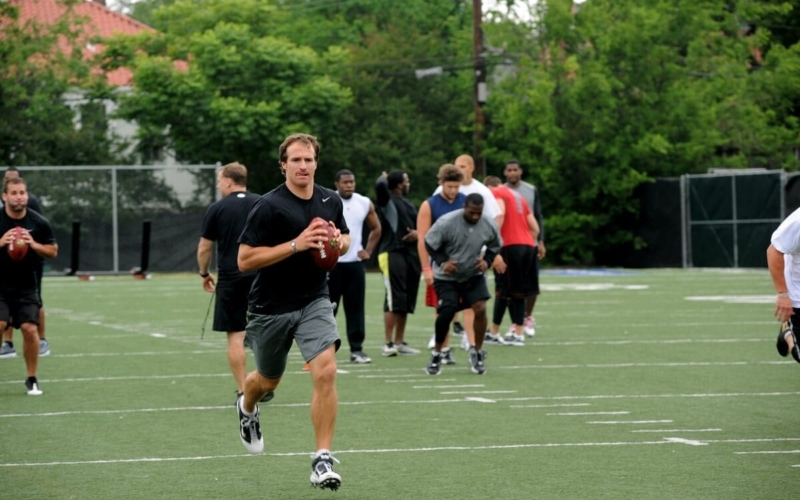 How tall is Drew Brees, and why isn't his listed height accurate?