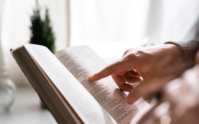Which are the 66 books of the Bible, in the same order as listed in the book?