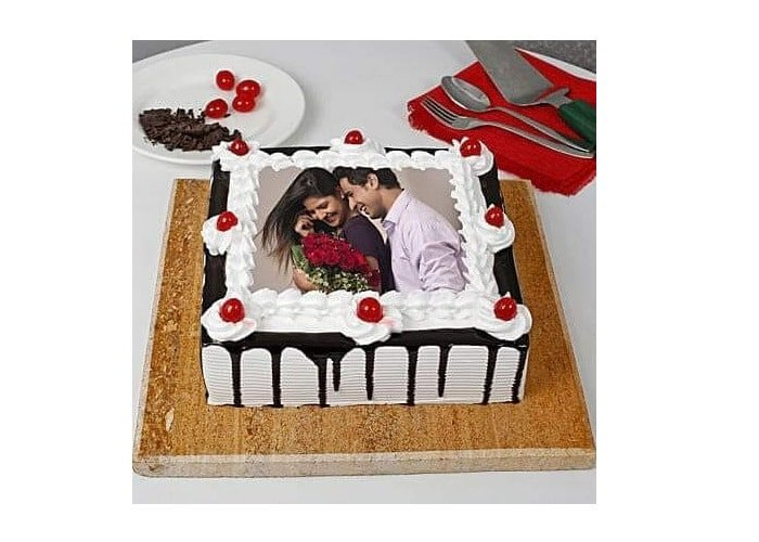How Are Photographs Put On Cakes?