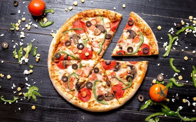 What are the diameters of Domino's large, medium, and regular-sized pizzas?